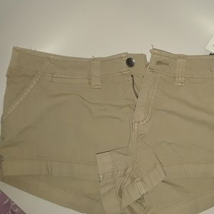 NWT Hollister chino shorts Low Rise size 3